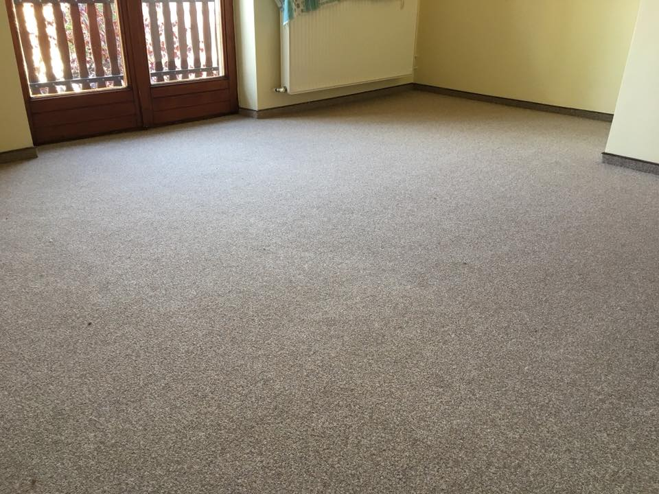 modul padlószőnyeg lerakása